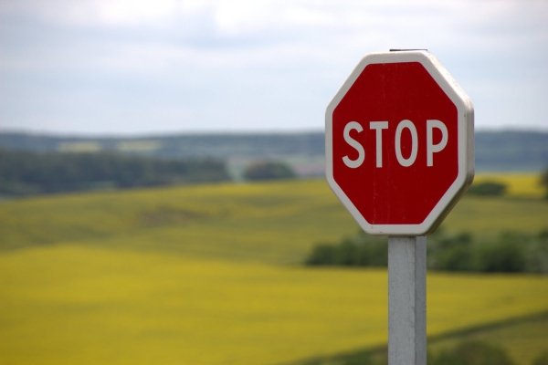 stop-shield-traffic-sign-road-sign-39080-1